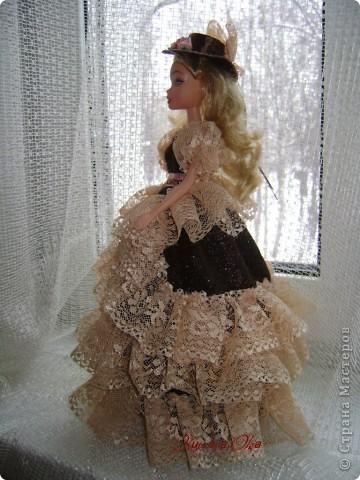Вот эта куколка мне нравится своим шоколадным платьем и кремовыми кружевами фото 3