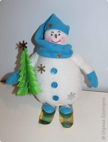 """Перед Новым годом в детском саду был конкурс снеговиков.  Я сшила снеговичка по выкройке снеговика """"Бр-р-р"""", только ручки наоборот пришила. фото 1"""