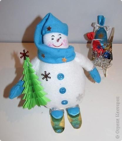 """Перед Новым годом в детском саду был конкурс снеговиков.  Я сшила снеговичка по выкройке снеговика """"Бр-р-р"""", только ручки наоборот пришила. фото 3"""