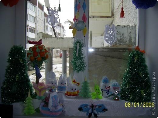 Решила вот как украсить подоконник в детской на Новый год. Собрала все свои поделки и вот что получилось. Спасибо всем мастерицам страны за поделки и мк.