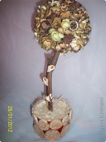 Деревянными розочками меня заразила Оля(Eiris), вот из остатка накрученных и соорудила такое деревце фото 5
