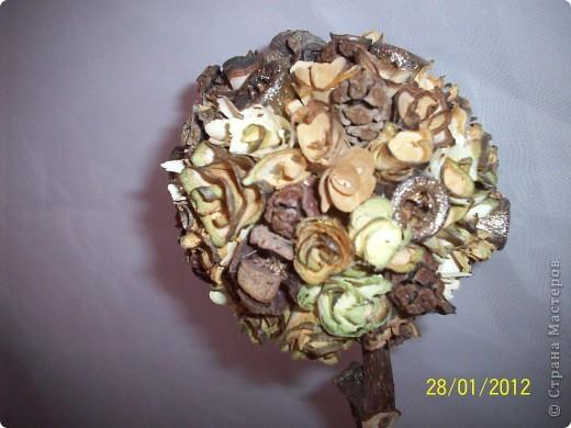 Деревянными розочками меня заразила Оля(Eiris), вот из остатка накрученных и соорудила такое деревце фото 2