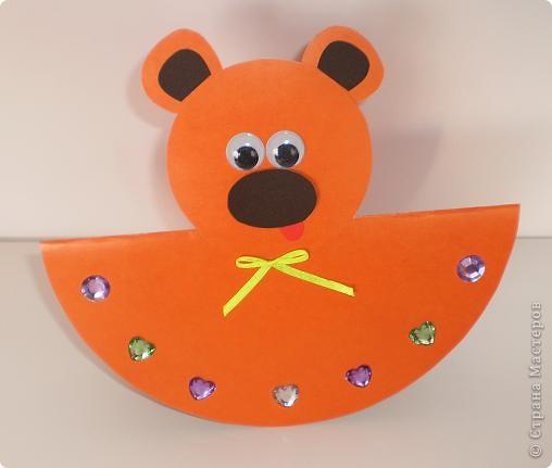 Такие игрушки-неваляшки не требует много времени, просты в исполнении. Для их изготовления нужны всего лишь два картонных круга. Из большого делаем туловище, согнув круг пополам, а из маленького - голову. фото 1