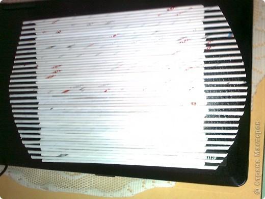Продолжаю готовить подарки к 8 Марта. Захотелось мне наклеить трубочки на картон, а не плести , как я это делала в предыдущем панно. Это гораздо быстрее. фото 2
