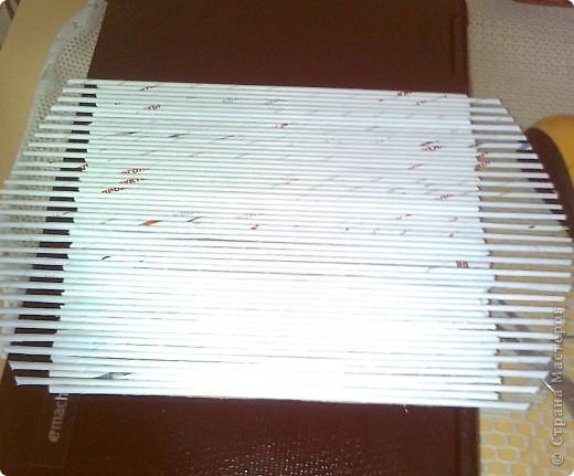 Продолжаю готовить подарки к 8 Марта. Захотелось мне наклеить трубочки на картон, а не плести , как я это делала в предыдущем панно. Это гораздо быстрее. фото 3