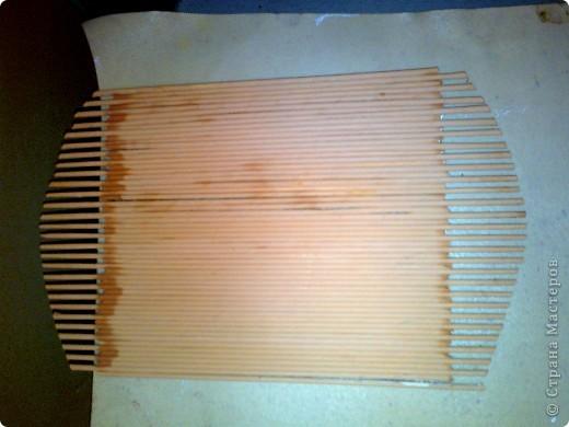 Продолжаю готовить подарки к 8 Марта. Захотелось мне наклеить трубочки на картон, а не плести , как я это делала в предыдущем панно. Это гораздо быстрее. фото 4