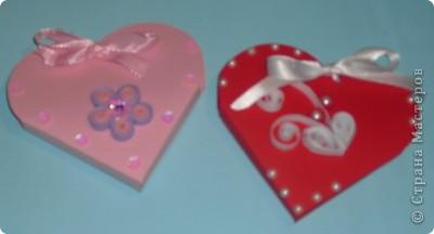 Увидела в магазине шаблоны для маленьких подарочных сумочек. К наступающим праздникам (День св. Валентина, 23 февраля, 8 Марта...) они как раз кстати, особенно, когда нужно сделать много маленьких подарков. Вот какие сумочки получились: фото 8