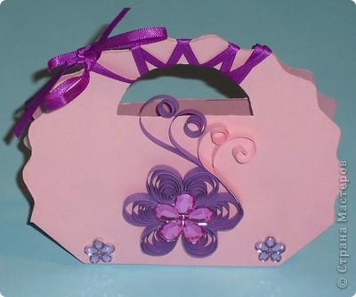 Увидела в магазине шаблоны для маленьких подарочных сумочек. К наступающим праздникам (День св. Валентина, 23 февраля, 8 Марта...) они как раз кстати, особенно, когда нужно сделать много маленьких подарков. Вот какие сумочки получились: фото 6