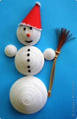 Этого снеговичка сделал в декабре, думал может к НГ куда-нибудь пристрою, но он так никуда и не пригодился :-( Вот так и остался в одиночестве. Наверное до следующего года. фото 1