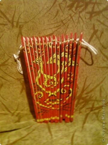 Бутафорское изделие гармошка сделана для танца - поэтому не играет. но имеет бооольшой размах. фото 2