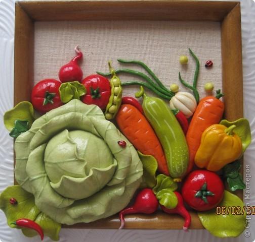 Доброго времени суток, дорогие мои! Все кто соскучился по летним витаминчикам, айда ко мне - овощами похрустим!!!)) Подобную работу я уже делала, но здесь добавила чуть-чуть других деталек и немного поярче овощи сделала... фото 1