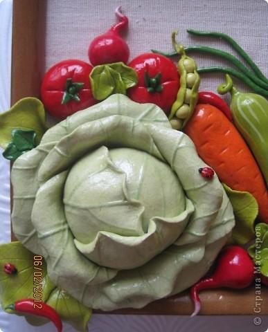 Доброго времени суток, дорогие мои! Все кто соскучился по летним витаминчикам, айда ко мне - овощами похрустим!!!)) Подобную работу я уже делала, но здесь добавила чуть-чуть других деталек и немного поярче овощи сделала... фото 2