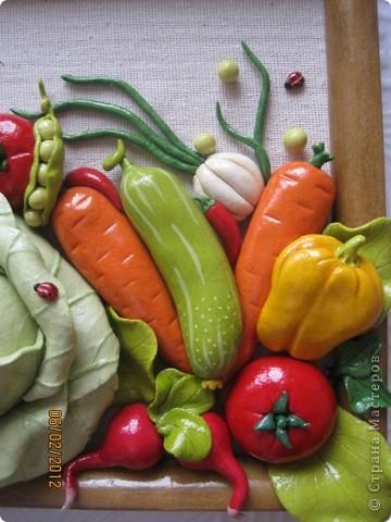 Доброго времени суток, дорогие мои! Все кто соскучился по летним витаминчикам, айда ко мне - овощами похрустим!!!)) Подобную работу я уже делала, но здесь добавила чуть-чуть других деталек и немного поярче овощи сделала... фото 3