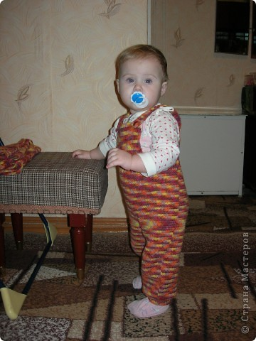 """Предлагаю вашему вниманию МК вязанного крючком комбинезона для малыша. Размер примерно на 8 месяцев. Свой я навязывала три раза, и дочь носит его уже год. Я использую пряжу типа """"Детский каприз"""", """"Москвичка"""", """"Подмосковная"""". Крючок № 3. фото 1"""