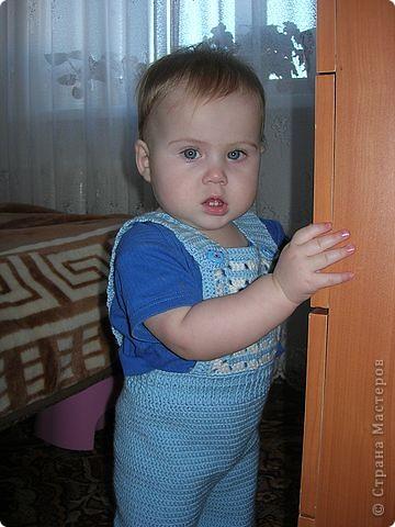 """Предлагаю вашему вниманию МК вязанного крючком комбинезона для малыша. Размер примерно на 8 месяцев. Свой я навязывала три раза, и дочь носит его уже год. Я использую пряжу типа """"Детский каприз"""", """"Москвичка"""", """"Подмосковная"""". Крючок № 3. фото 17"""