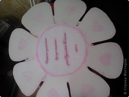 Верх сделан декупаж салфетки, украшен наклейками и раскрашен блестками фото 3