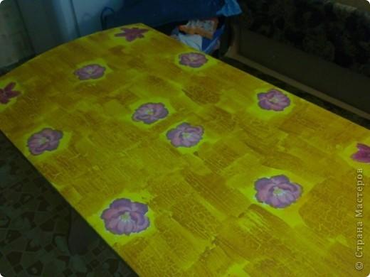 Не сфотографировала до покраски,извините! Покрасили стол на пару с любимым! краска акриловая + клец ПВА! фото 4