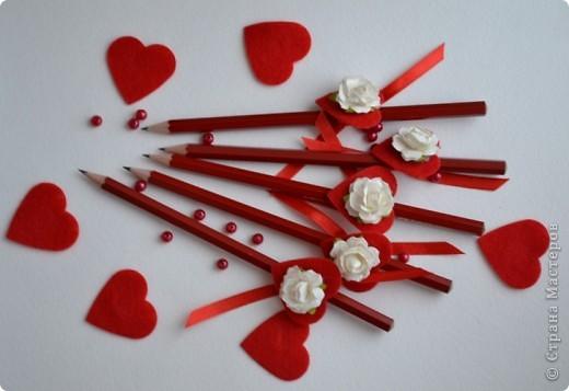 Сегодня, 14 февраля я отправился в школу с такими карандашами. Маленькие валентинки -комплименты для одноклассниц. фото 2