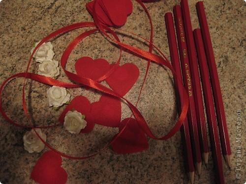Сегодня, 14 февраля я отправился в школу с такими карандашами. Маленькие валентинки -комплименты для одноклассниц. фото 5