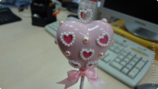 """Вот и мои """"валентинки"""". Делала колегам в подарок на одном дыхании за ночь. Подарены были утром. Все сфотографировать не успела. Поэтому пришлось снимать каждую уже на рабочих столах. фото 12"""
