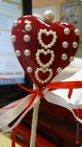 """Вот и мои """"валентинки"""". Делала колегам в подарок на одном дыхании за ночь. Подарены были утром. Все сфотографировать не успела. Поэтому пришлось снимать каждую уже на рабочих столах. фото 19"""