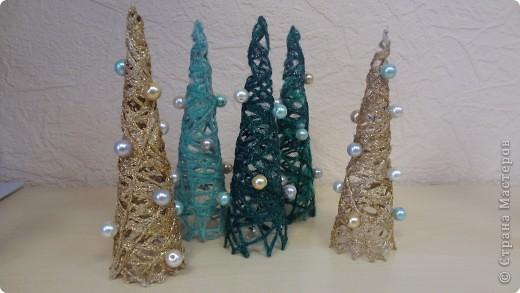 """Колега попросила вазу под ветки новогодние. Фаза """"фигурная"""" очень. Сложно было придумать декор. Крупный рисунок никак не ложился, да и терялся. Вот что получилось. Складочки вверху видны, но с ветками, я думаю, будет лучше фото 4"""