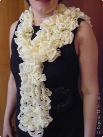 Добрый день всем. Вчера вязала шарф из турецкой пряжи Dantela. На моточку написано 1 моток - 1 шарф. Я бы ещё добавила 1 моток - 1 шарф - 1 час. При этом за этот час я успела еще 2 раза распустить шарф до основания. фото 1