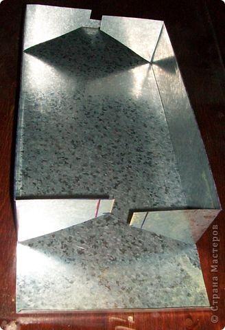 Сделать коробок своими руками из картона ни для кого не представляет серьезных трудностей. Немного посложней работать с оцинкованным железом, но коробок для себя можно сделать. Несколько слов об оцинкованном железе.  Продается часто в строительных магазинах размерами 1000мм х 2000мм, толщиной 0,35 мм. по цене 80-100 гривень за лист.  фото 17