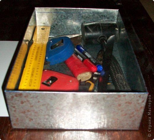 Сделать коробок своими руками из картона ни для кого не представляет серьезных трудностей. Немного посложней работать с оцинкованным железом, но коробок для себя можно сделать. Несколько слов об оцинкованном железе.  Продается часто в строительных магазинах размерами 1000мм х 2000мм, толщиной 0,35 мм. по цене 80-100 гривень за лист.  фото 24