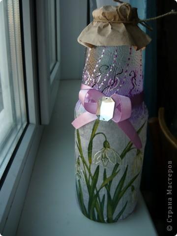 Вот и я до него добралась... до декупажа... Это первая моя бутылочка - делала для бабушки, она в ней хранит святую воду.  фото 1
