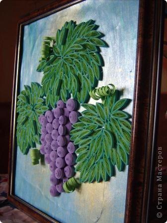 Угостила судьба гроздью нас виноградной, Налила нам в бокал капли нежной росы. Не забыла судьба и про нить Ариадны, Положив нам в ладони виноградной лозы.  Нам художник-судьба рисовала рассветы, Виноградной лозой вышивая любовь. Чародейка-судьба виноградное лето Ворожила-кружила, будоражила кровь.  Виноградную гроздь мы бережно-нежно, Как бесценнейший дар чародейки-судьбы ХранИм в душах своих, запивая безбрежным Океаном медовой виноградной любви. (Шестакова Мария)  фото 4