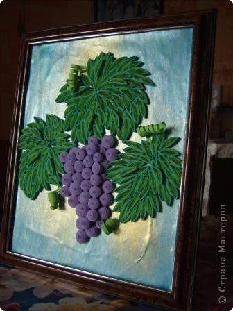Угостила судьба гроздью нас виноградной, Налила нам в бокал капли нежной росы. Не забыла судьба и про нить Ариадны, Положив нам в ладони виноградной лозы.  Нам художник-судьба рисовала рассветы, Виноградной лозой вышивая любовь. Чародейка-судьба виноградное лето Ворожила-кружила, будоражила кровь.  Виноградную гроздь мы бережно-нежно, Как бесценнейший дар чародейки-судьбы ХранИм в душах своих, запивая безбрежным Океаном медовой виноградной любви. (Шестакова Мария)  фото 5
