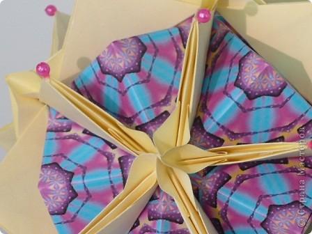 """Здравствуйте, коллеги!  В конце декабря мне повезло. Татьяна Высочина прислала мне туториал на """"Трюфельный торт"""" и """"Каменный цветок"""". Тортик стал любимой кусудамой моего старшего сына. фото 6"""