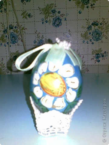Всем здравствуйте! Выкладываю пасхальные яйца в различных техниках, которые делались в разные годы. Сохранились благодаря моим родителям. Одно из последних - вышивка крестом. фото 5
