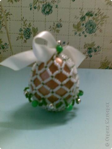 Всем здравствуйте! Выкладываю пасхальные яйца в различных техниках, которые делались в разные годы. Сохранились благодаря моим родителям. Одно из последних - вышивка крестом. фото 4