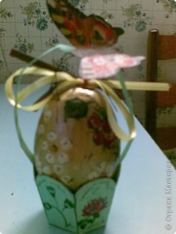 Всем здравствуйте! Выкладываю пасхальные яйца в различных техниках, которые делались в разные годы. Сохранились благодаря моим родителям. Одно из последних - вышивка крестом. фото 7