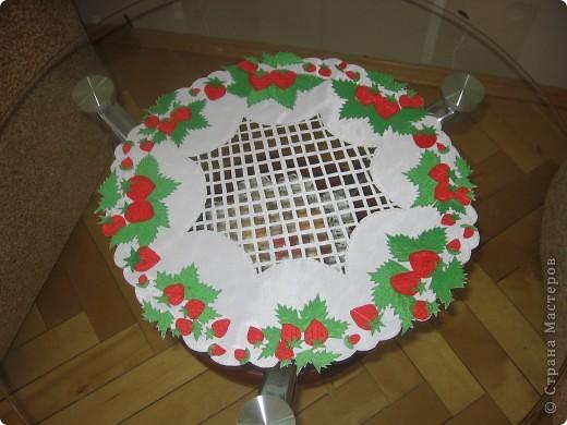 Салфетка с ягодами на журнальный столик фото 1