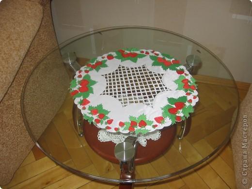 Салфетка с ягодами на журнальный столик фото 2