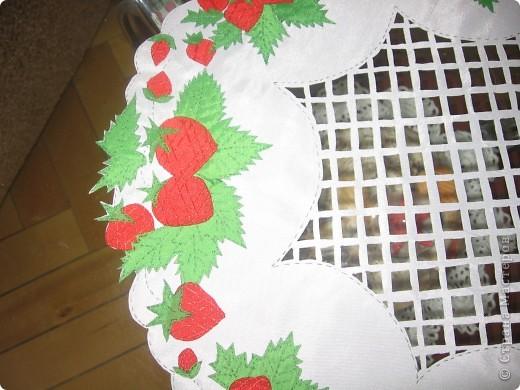 Салфетка с ягодами на журнальный столик фото 3