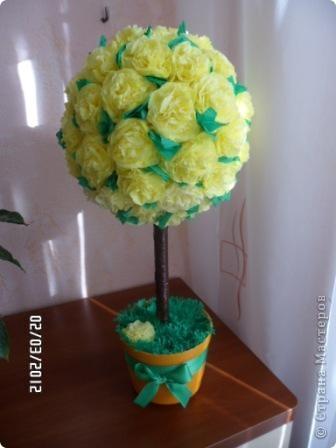 Давно хотела сделать какое-нибудь декоративное деревце... и вот наконец-то сделала. Цветочный шар делала по мастер-классу Марии Кац https://stranamasterov.ru/node/275438, за что ей большое спасибо, всё просто и понятно. фото 1