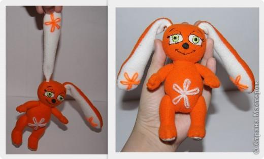 Зайка - моя первая авторская игрушка,сшита по разработанной мною выкройке.Рост- 13,5 см,вместе с ушками - 25см.Материал - флис оранжевый и белый,набивка - синтепон. фото 3