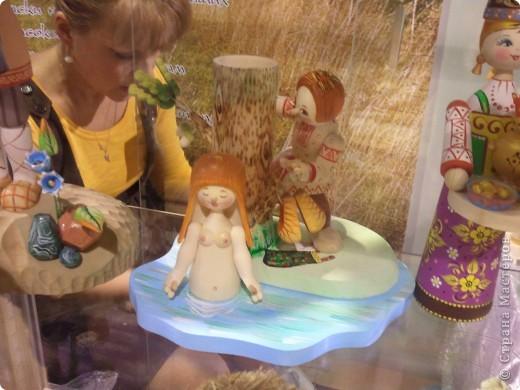 """Сегодня с младшей дочкой побывали на выставке - ярмарке """"Ладья"""" зима 2012,впечатлений ...ну просто переполняют,не могу удержаться ,чтоб не поделиться с вами Вот такая красотища хохломской лавочки встречает нас при входе фото 12"""
