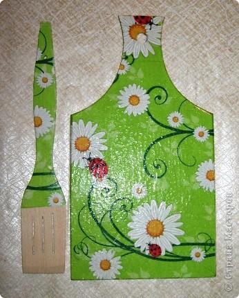 Вот такие чудо-доски и лопаточки у нас получились к празднику. И хлеб порезать можно (на обратной стороне, и блинчики перевернуть... фото 1