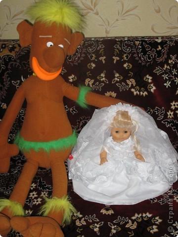платье сшито для свадебной куклы на машину фото 3