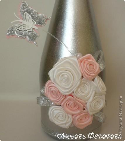 Всем привет!!!!!!!!! Я снова с декором бутылок. На этот раз, это цветы из лент и бабочки. Бабочки не случайны... Во многих странах бабочка - это символ любви, счастья и благополучия.  В Японии считают, что увидеть бабочку у себя в доме – к счастью: бабочка символизирует все лучшее в жизни человека.   фото 3