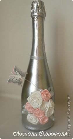 Всем привет!!!!!!!!! Я снова с декором бутылок. На этот раз, это цветы из лент и бабочки. Бабочки не случайны... Во многих странах бабочка - это символ любви, счастья и благополучия.  В Японии считают, что увидеть бабочку у себя в доме – к счастью: бабочка символизирует все лучшее в жизни человека.   фото 2