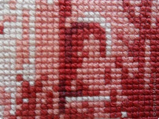 Итак, следующая моя работа. Приурочена к дню рождения мамы. Делала тоже долго - год. Мама очень любит красный, особенно - бордовый. Поэтому, покопалась в журналах и нашла это чудо. Похоже на осенний закат фото 7