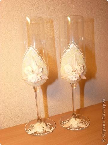 Вот такие свадебные бокалы у меня получились!Пока не покрыты лаком,но терпения не хватило и я выкладываю фото))) фото 1