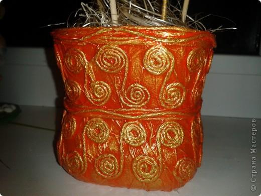 Мамочке на 8 Марта уже готова композиция из ниточных шаров, тыквенных семян, бамбуковых шпажек, бутылочки из под молока, декорированной в технике Пейп-Арт по МК Тани Сорокиной и каких-то природных завитушек))) фото 5