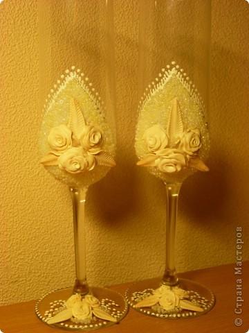 Вот такие свадебные бокалы у меня получились!Пока не покрыты лаком,но терпения не хватило и я выкладываю фото))) фото 2